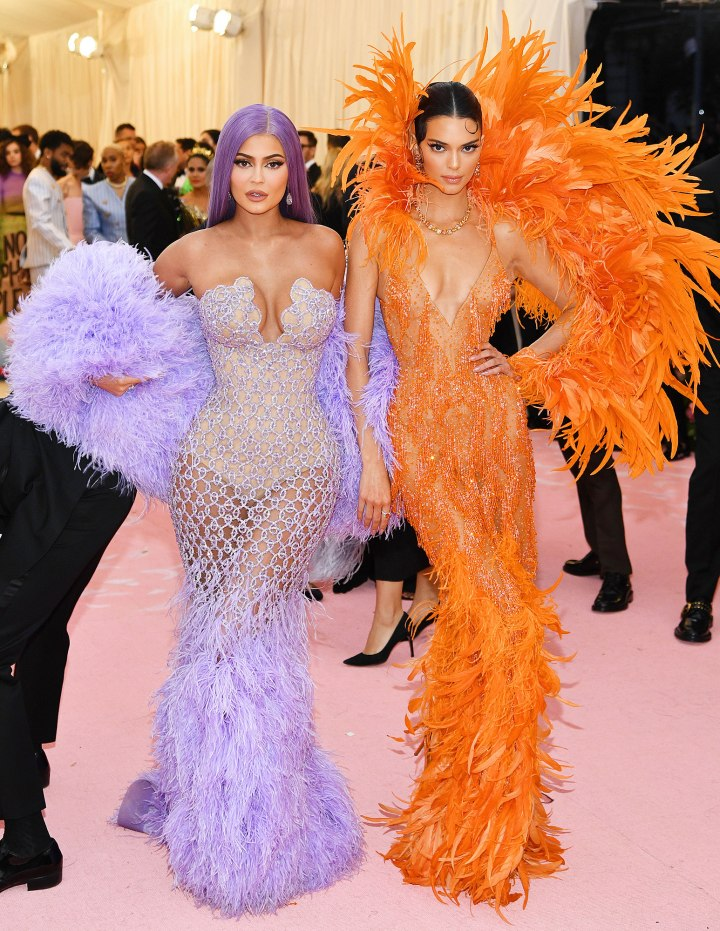 Kendall-Jenner-Kylie-Jenner-Ultimate-Sister-Moment-Met-Gala-2019
