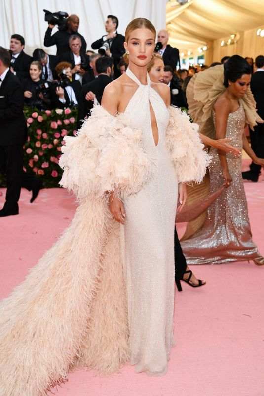 rosie-huntington-whiteley-at-2019-met-gala-in-new-york-05-06-2019-8_thumbnail
